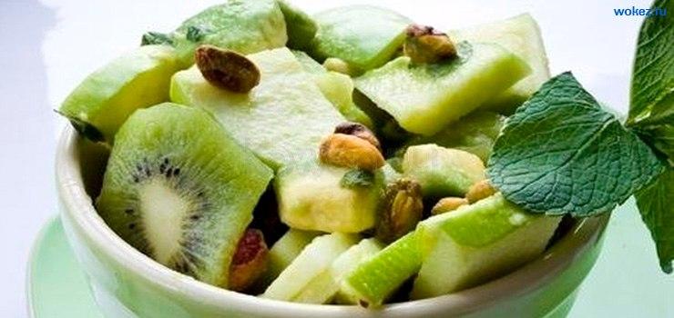 Летний салат из мяты, киви и огурца